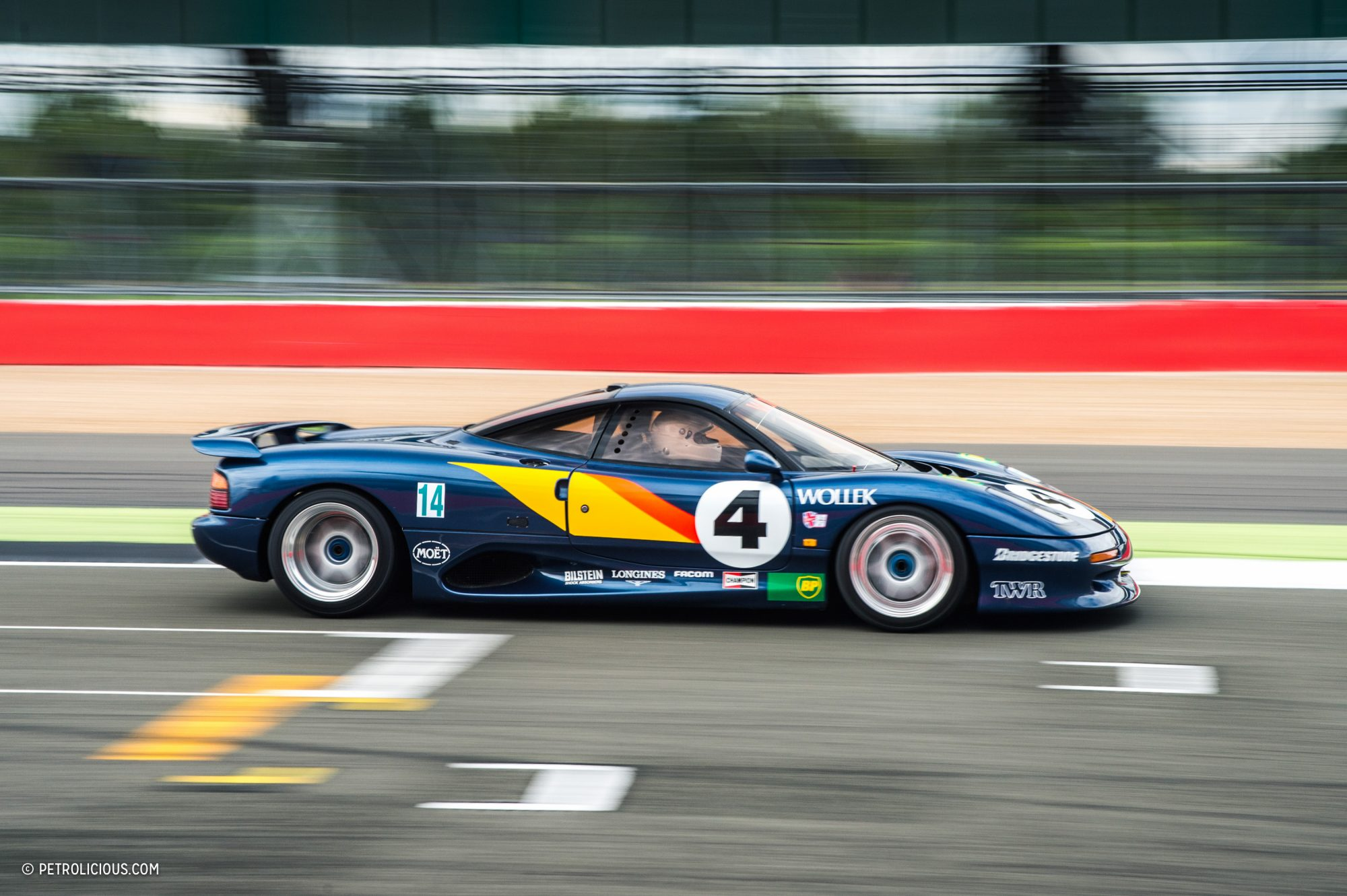 "Автоклуб ""Ветерок"" - «Jaguar XJR-15 - суперкар, который ..."